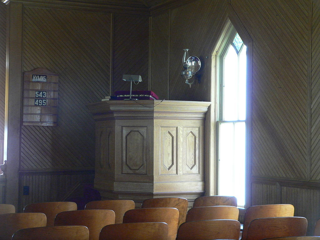 1024px-Dannevirke_church_interior_pulpit