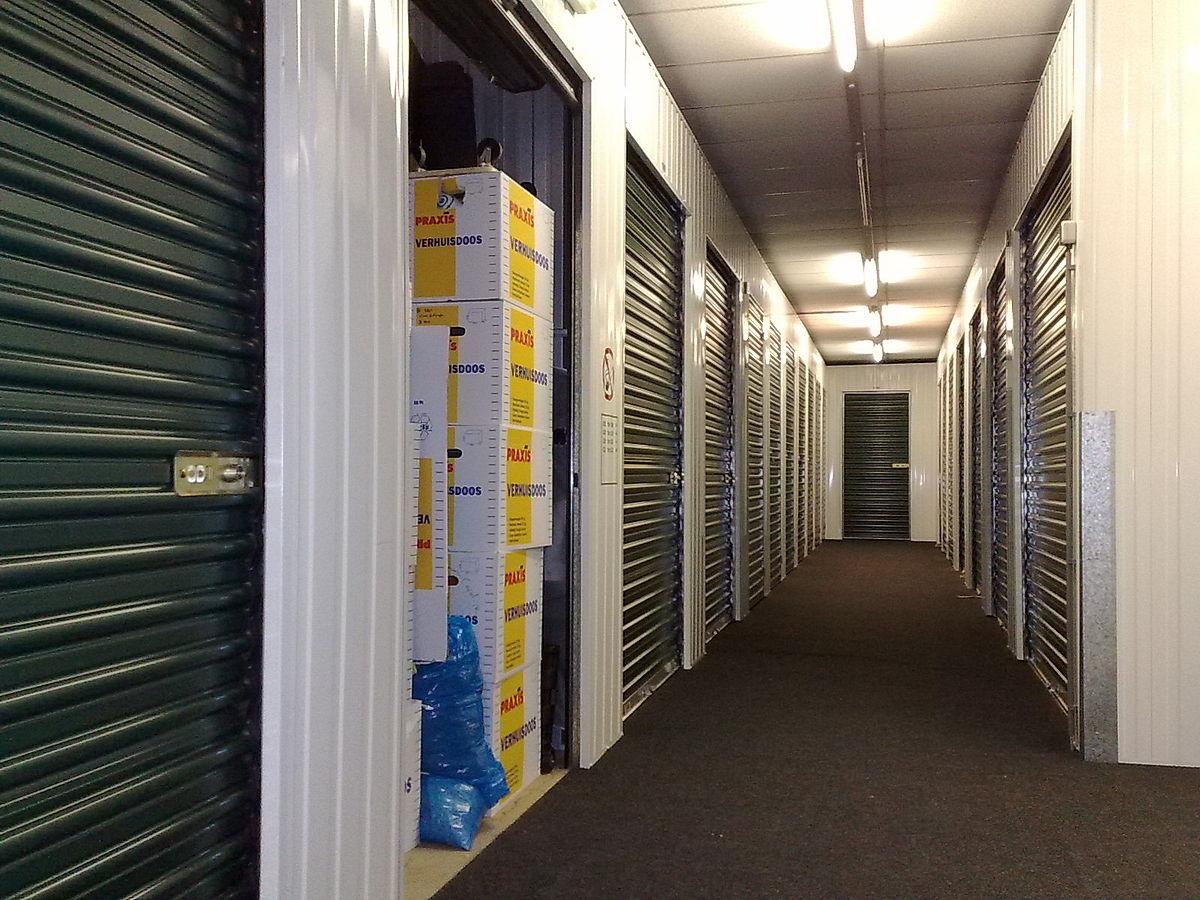 1200px-Self_storage_units