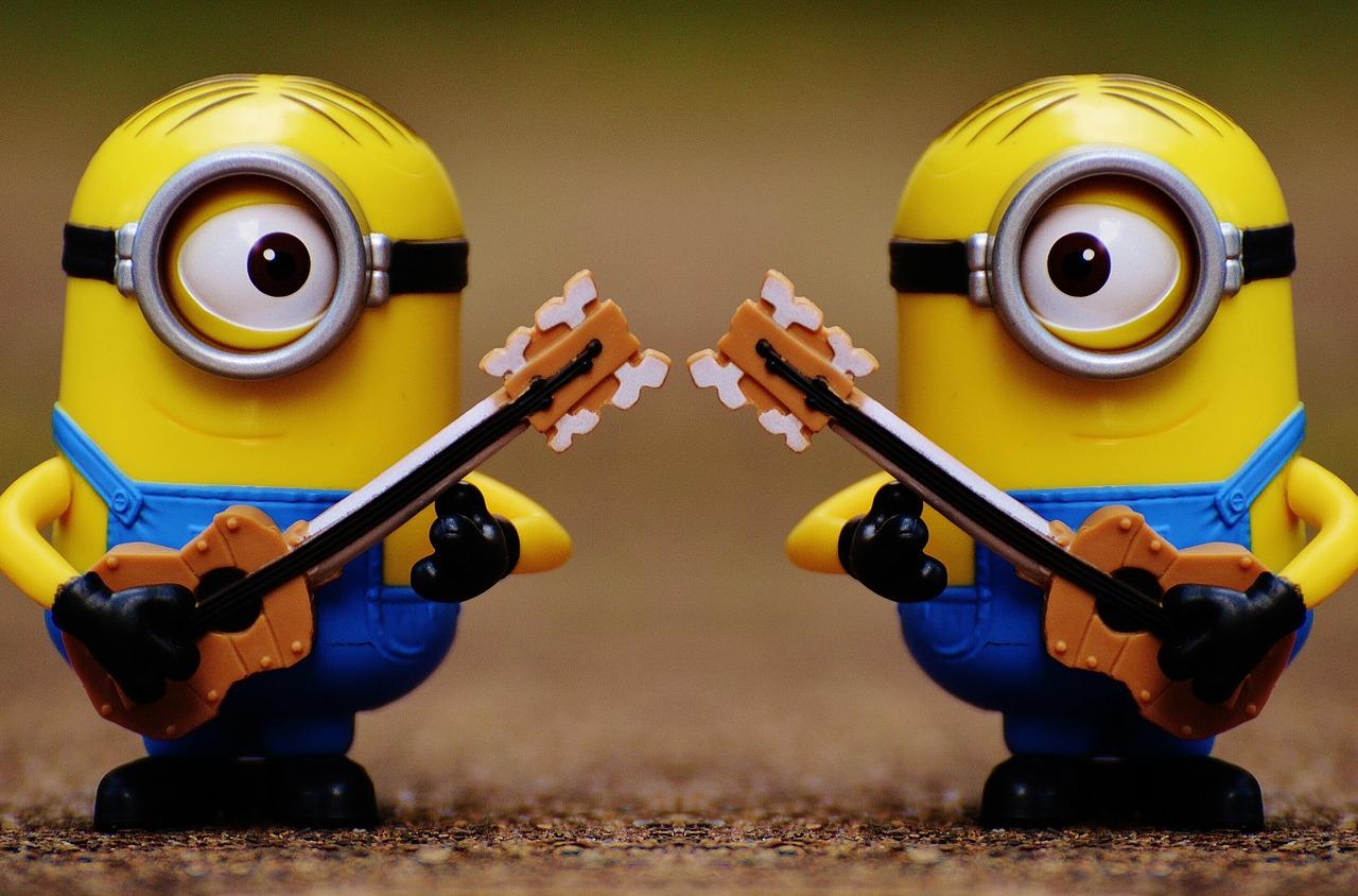 minions-guitar-1398002_1280